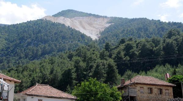 Mermer Ocağından Köye Kaya Düştü
