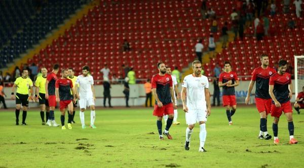 Mersın Stadı'nda Zemın Sıkıntısı Haberine Ek Fotoğraflar