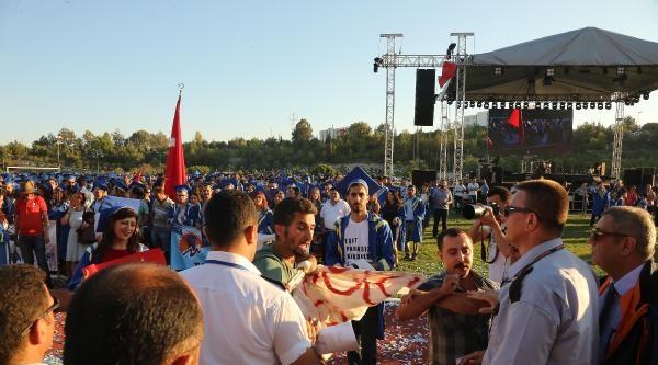Mersin Üniversitesi'nde Gergin Mezuniyet