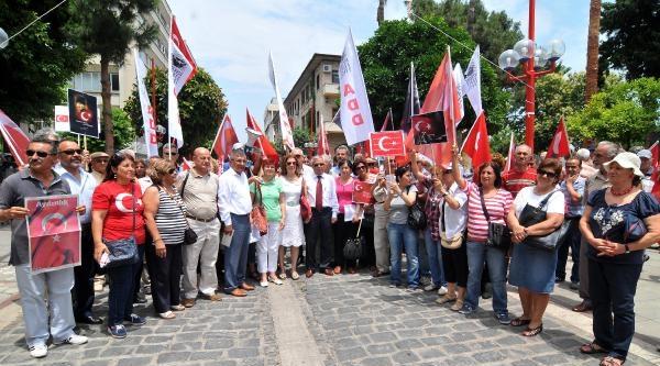 Mersin'de 10'uncu Yıl Marşı İle Bayrak Tepkisi