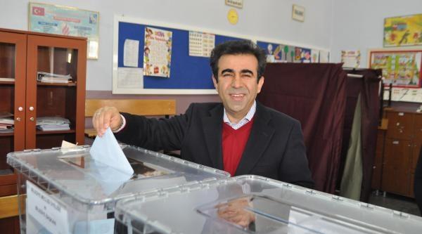 Mersin'de Adaylar 'hayırlı Olsun' Dilekleriyle Oylarını Kullandı