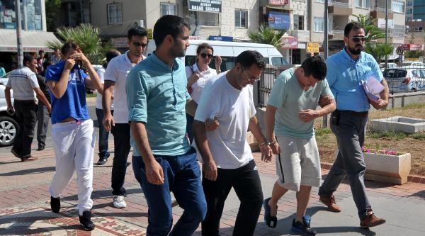 Mersin'de Aracın Camını Kırıp 102 Bin Tl Çalan 3 Kolombiyalı Bursa'da Yakalandı