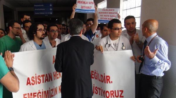 Mersin'de Asistan Hekimler Eylem Yaptı