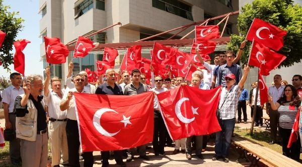 Mersin'de Bayrak Protestosu