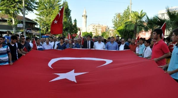 Mersin'de Bayrak Protestosu (2)