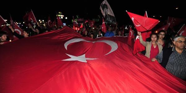 Mersin'de Cumhuriyet Için Yürüdüler
