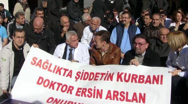 Mersin'de Doktorlardan Şiddete Karşi Oturma Eylemi