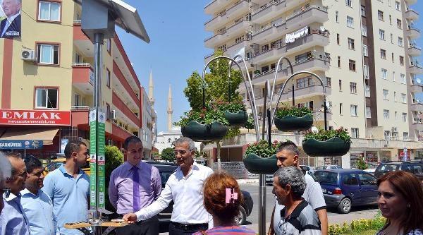 Mersin'de Güneş Enerjili Cep Telefonu Şarj İstasyonu