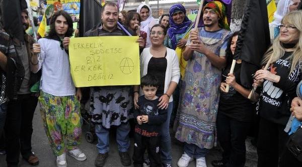 Mersin'de Kadin Eyleminde Erkekler De Etek Giydi