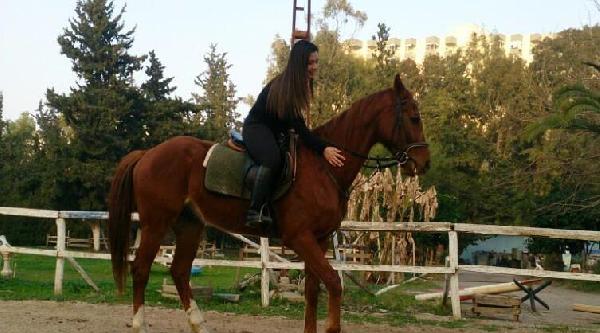 Mersin'de Kızların At Keyfi