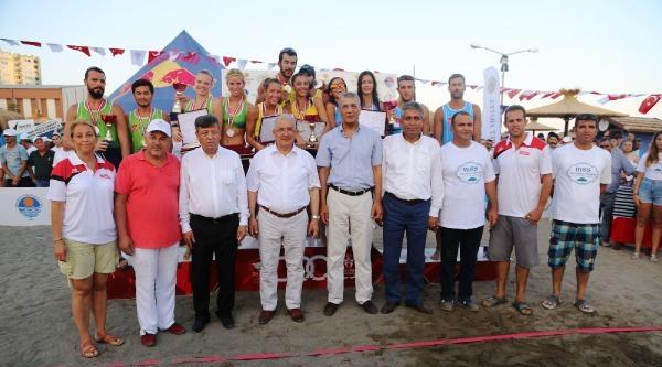 Mersin'de Plaj Voleyboluna Büyük İlgi