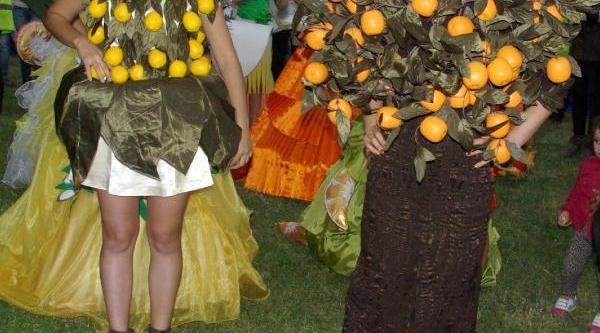 Mersin'de Portakalli Kadin Kiyafetleri Defilesi