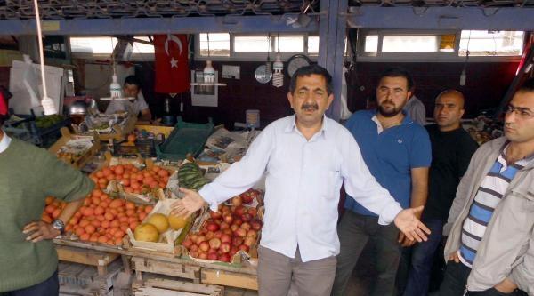 Mersin'de Ruhsatsız İşyerleri Mühürlendi, Esnaf 'siyasi' Dedi