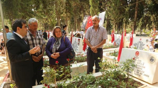 Mersin'de Şehitliğe Bayram Ziyareti