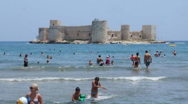 Mersin'de Sıcaktan Bunalanlar Denize Koştu