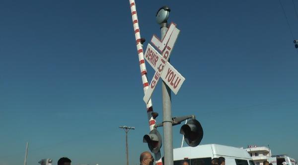 Mersin'de Tren İşçi Minibüsüne Çarpti (3)