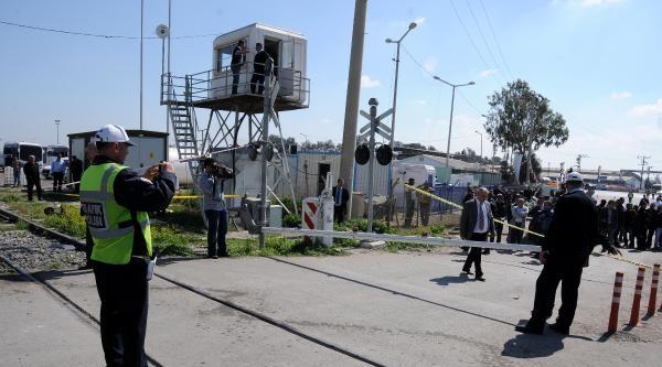 Mersin'de Tren İşçi Minibüsüne Çarpti (4)