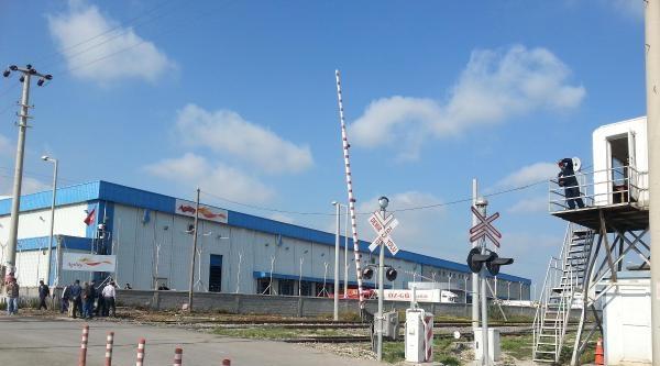 Mersin'de Tren İşçi Minibüsüne Çarpti (5)