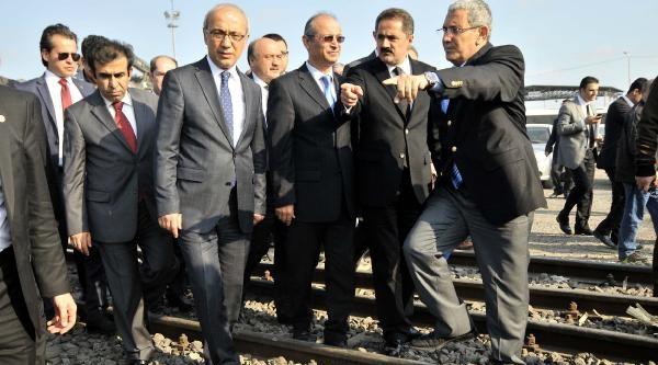 Mersin'de Tren İşçi Minibüsüne Çarpti (6)