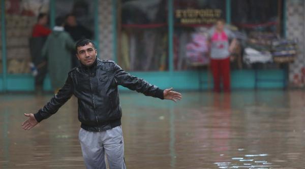 Mersin'de Yağmur Sele Döndü (fotoğraflar)