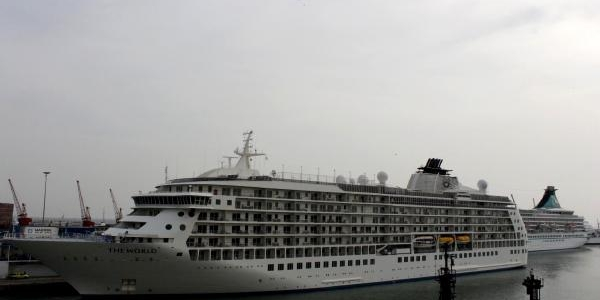 Mersin'e Dev Gemilerle Turist Akini