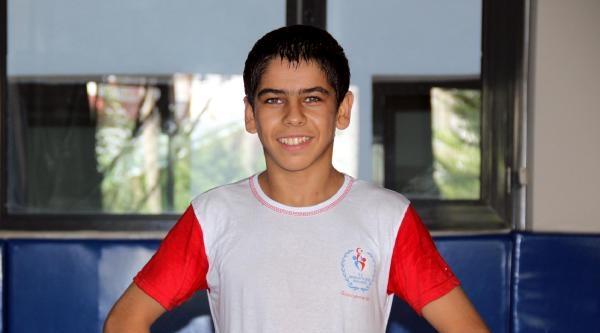 Mersinli 13 Yaşındaki Güreşçi Yerlikaya'nın İzinde