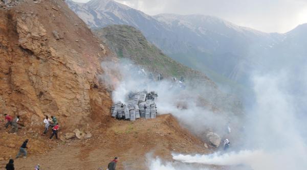 Mesken Dağı'ndaki 1 Mayıs Kutlaması Halayla Başladı, Olaylı Son Buldu