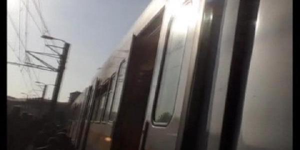 Metro Arizalandi Vatandaşlar Durağa Raylarda Yürüyerek Ulaşti