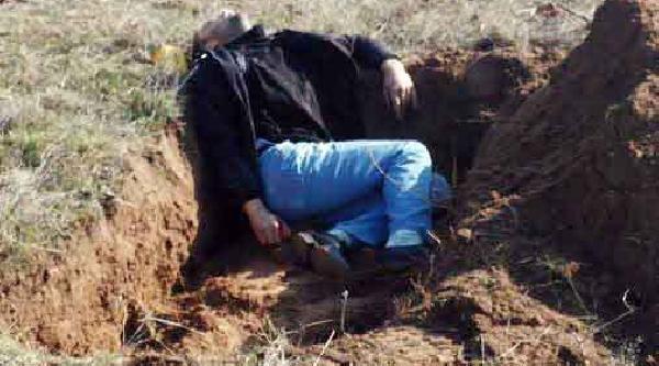 Mezar Kazarken Kuzeni Tarafindan Öldürüldü