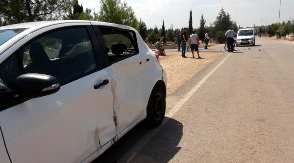 Mezarlıktaki Yolda Kaza: 4 Yaralı