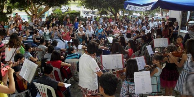 Mezitli'de Kursiyerlerden Yılsonu Konseri