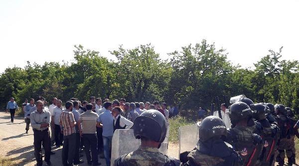 Mhp İl Başkanının Aracına Saldırı- Fotoğraflar