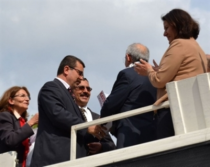 MHP'liler Kılıçdaroğlu'nu Karşıladı, Çiçek Takdim Etti...