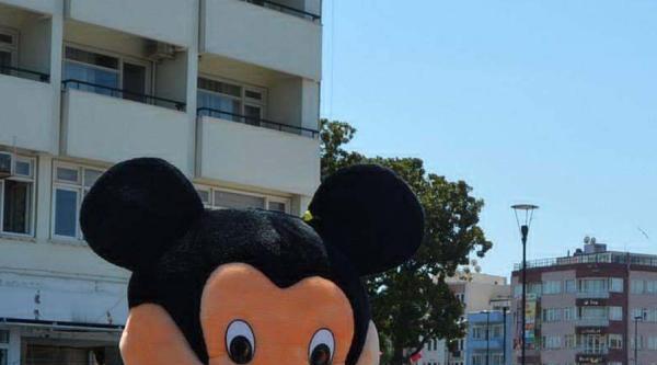 'mickey Mouse' Evlilik Teklifi Yaptı