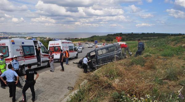 Midibüs Su Kanalına Düştü: 6 Yaralı