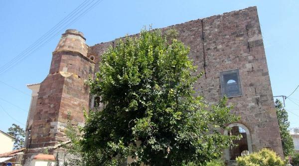 Midilli'de Tarihi Cami Restore Edilecek