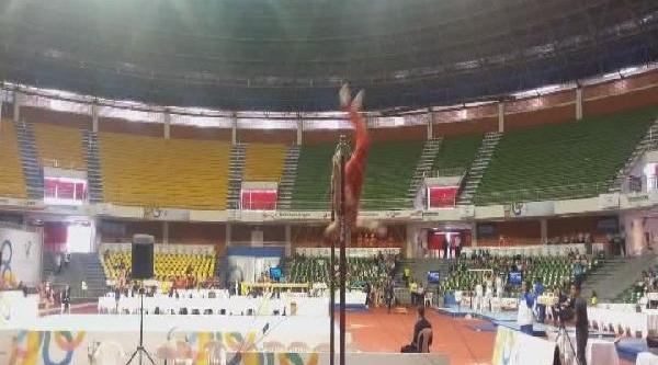 Milli Cimnastikcinin Kolu Yarişmada Kirildi, Fotoğraflari