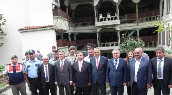 Milli Savunma Bakanı Yılmaz'dan Birlik Çağrisi