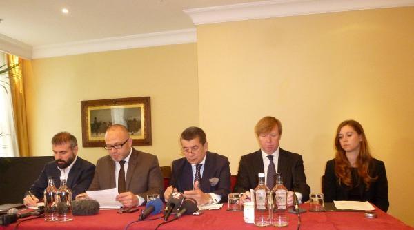 Miloseviç'i Yargılayan Savcı, Mavi Marmara Davası'nın Avukatı Oldu