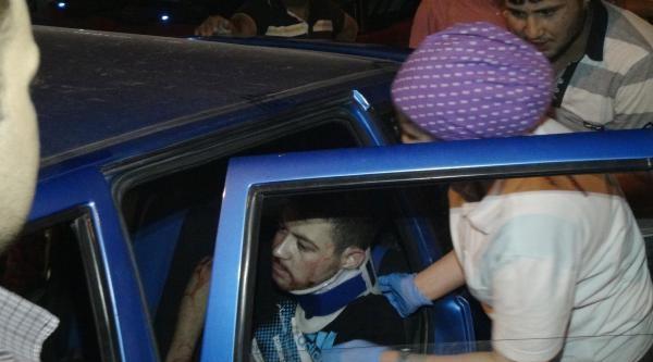 Minibüs İle Otomobil Çarpişti: 3 Yaralı