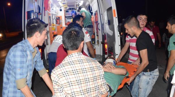 Minibüs İle Otomobil Çarpişti: 6 Yaralı