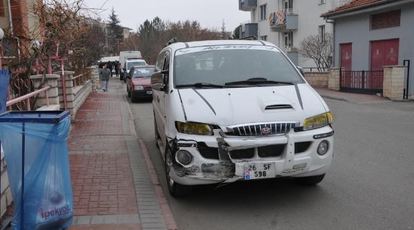 Minibüs Polis Otosuna Çarpti: 2 Polis Yaralandi