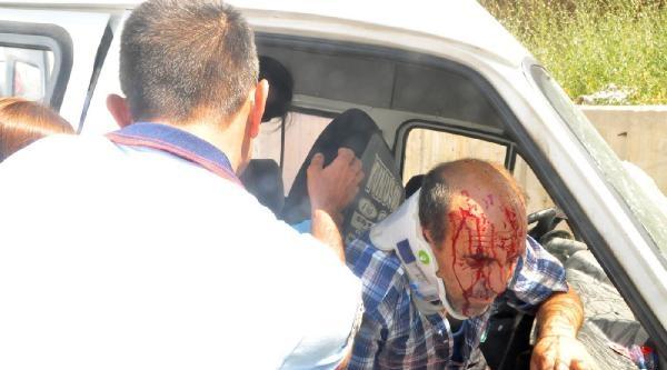 Minibüs Virajda Devrildi: 6 Yaralı