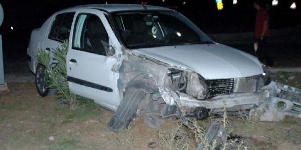 Minibüse Çarpan Otomobilin Sürücüsü Yaralandi