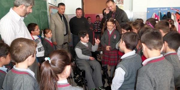 Minik Azra'nin Mektubu Ile Engelli Arkadaşina Akülü Araba