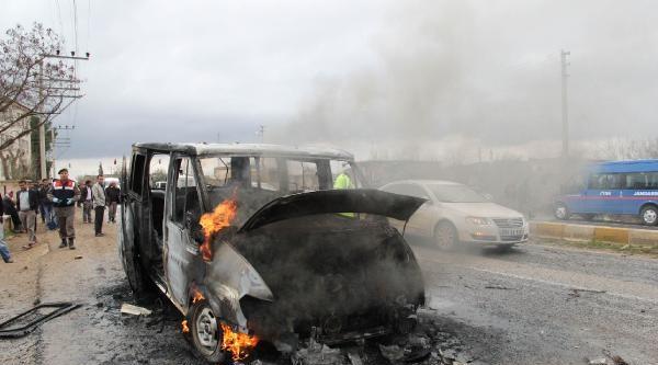Minik Mehmet'in Altında Can Verdiği Minibüsü Taşlayıp Ateşe Verdiler