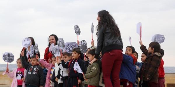 Minik Öğrenciler Anitkabir'E Akin Ediyor