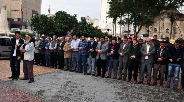 Misir, Suriye Ve Filistin'de Ölen Müslümanlar Için Giyabi Cenaze Namazi