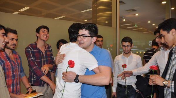 Mısır'da Beraat Eden Ezher Üniversitesi Öğrencisi Emre Gürbüz Türkiye'ye Döndü