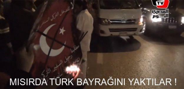 Mısır'da Türk bayrağını yaktılar!